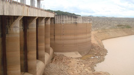 Thirsty hydropower plants stop production