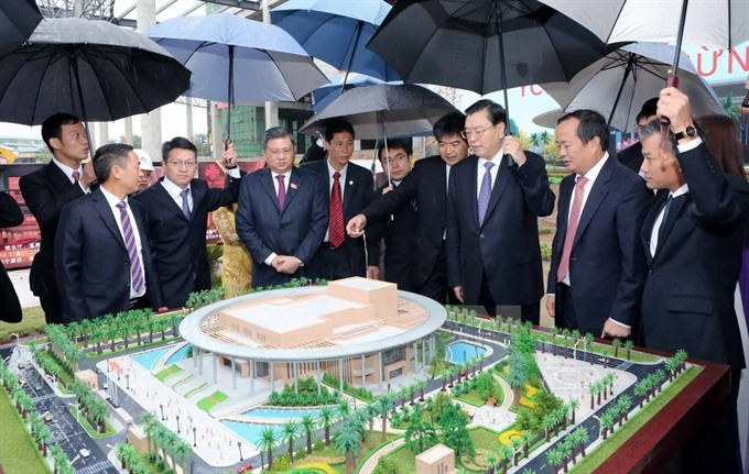 Chinas top legislator visits friendship palace