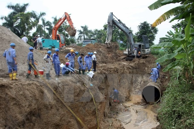 Water pipeline contract on hold