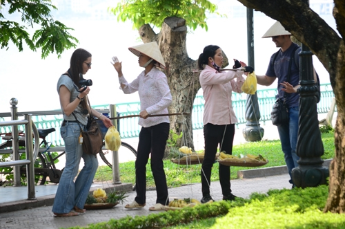 Hà Nội authorities make efforts to crack down on tourist scams