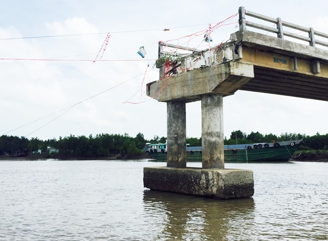 Water level rise causes a bridge to collapse?