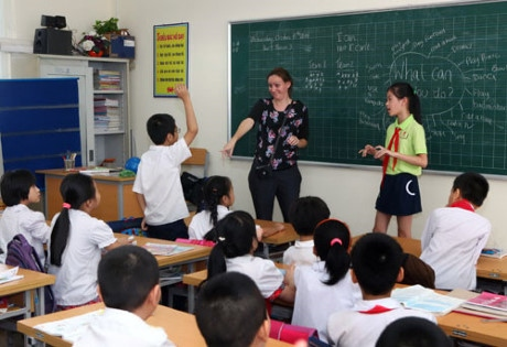 UK VN collaborate to raise English-teaching standards