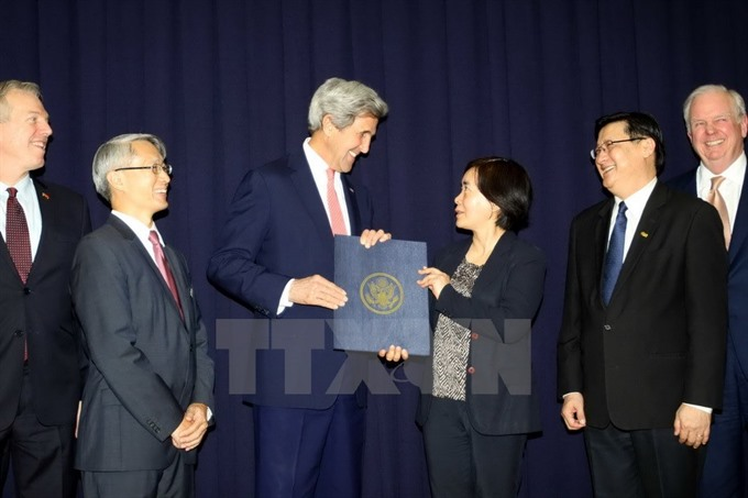 Kerry urges Việt Nam to apply labour environmental values embedded in TPP