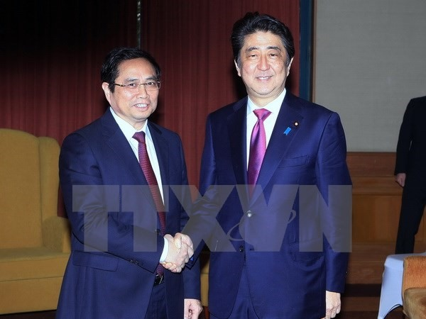 Japanese PM wishes to help Việt Nam with human resources training