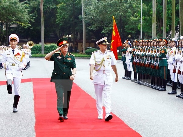 Indian Chairman of Chiefs of Staff Committee visits Việt Nam