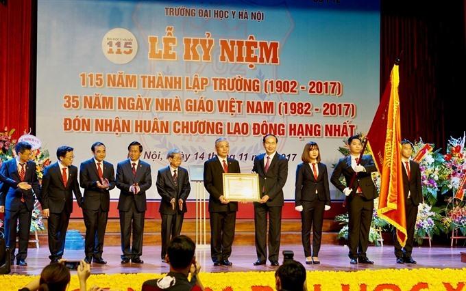 President honours Hà Nội Medical University