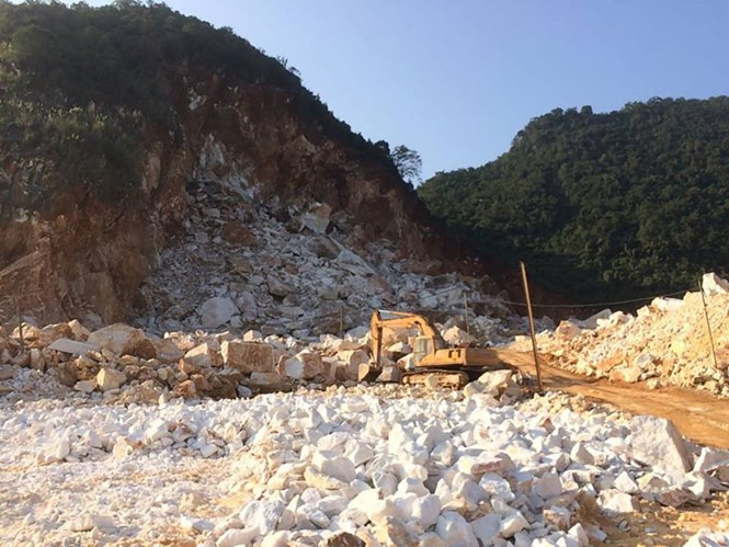 Stone quarry suspended after worker dies