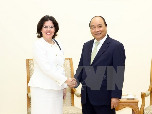 PM Phúc hails fraternal relations with Cuba