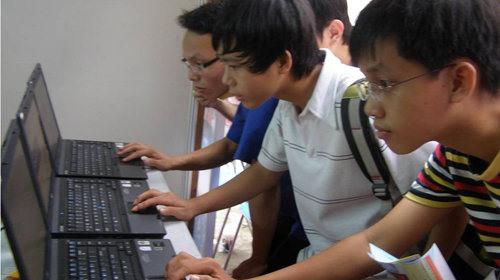 Việt Nam strives to up internet oversight