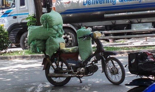 Hà Nội to revoke outdated motorbikes to curb pollution