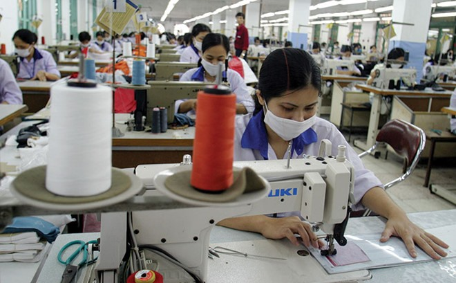 VN apparel firms avoid stock market for now