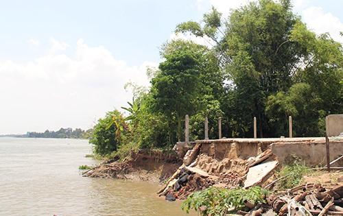 Mekong Delta blighted by riverbank erosion