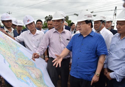Deputy PM urges transport work in Mekong Delta