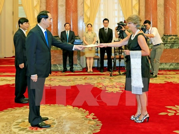 President receives envoys from Spain Yemen Finland and Greece