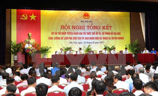 Pilot program brings 600 young cadres to countryside