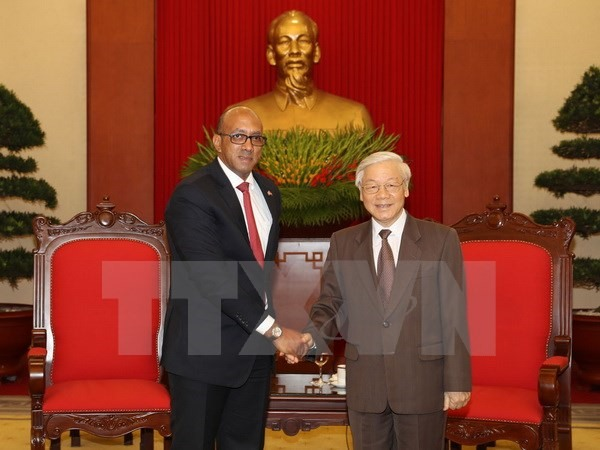 Party leader receives outgoing Cuban ambassador