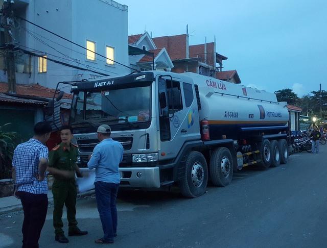 HCM City cops arrest petrol thieves at Nhà Bè Petroleum General Depot