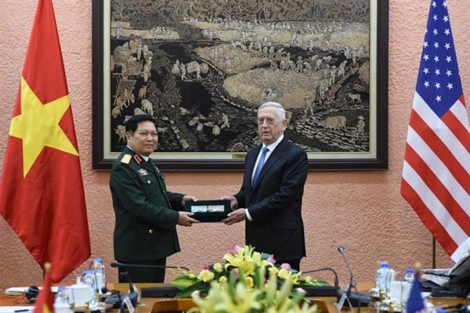VN US defence leaders hold talks