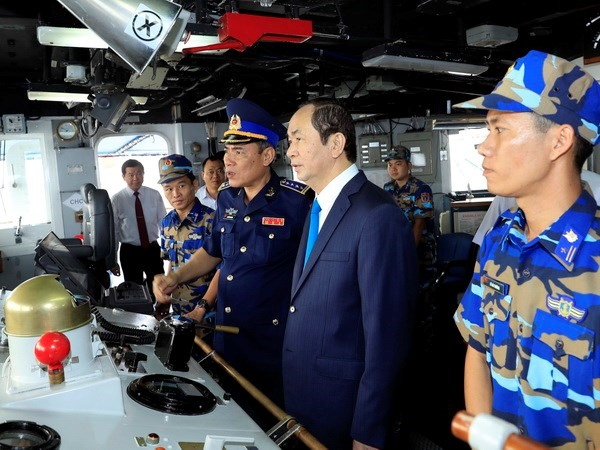 President pays pre-Tết visit to Coast Guard Zone 3