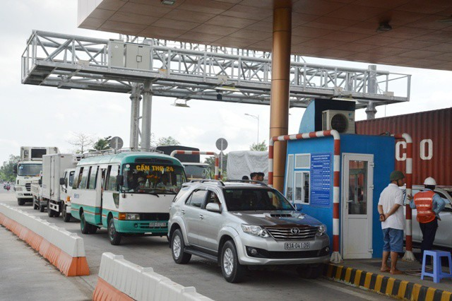 Sóc Trăng BOT tollbooth opens free after protest
