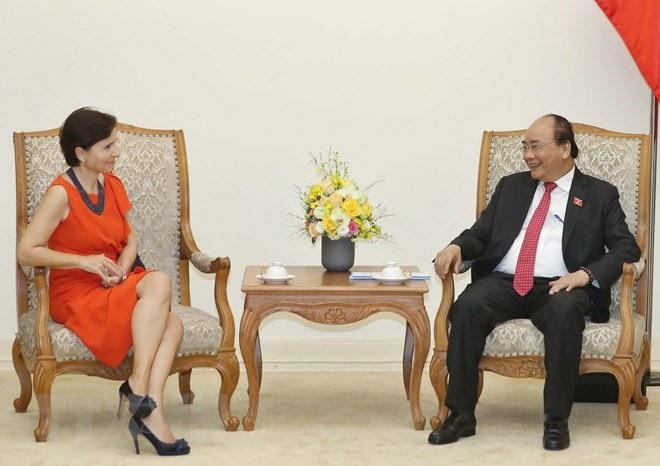 Prime Minister Phúc receives outgoing Italian Ambassador