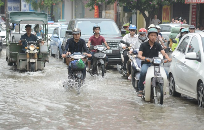 Hà Nộis water drainage system overloaded