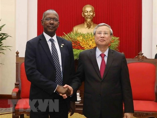 Party official receives Sudanese guest