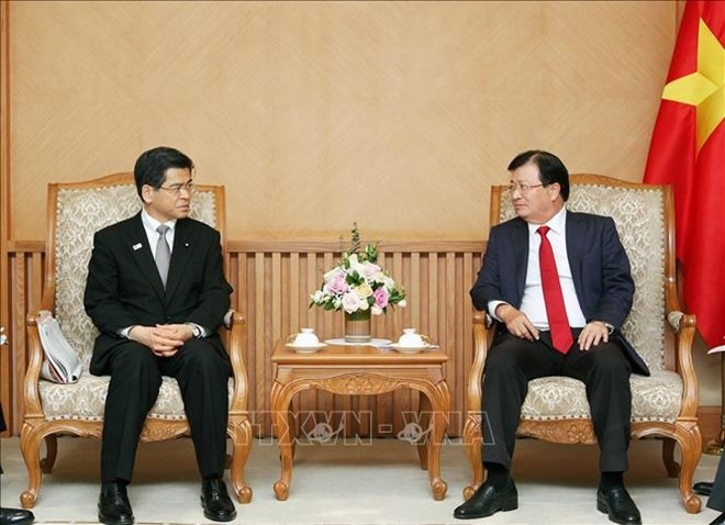 Deputy PM calls for Japanese investment in automobile energy