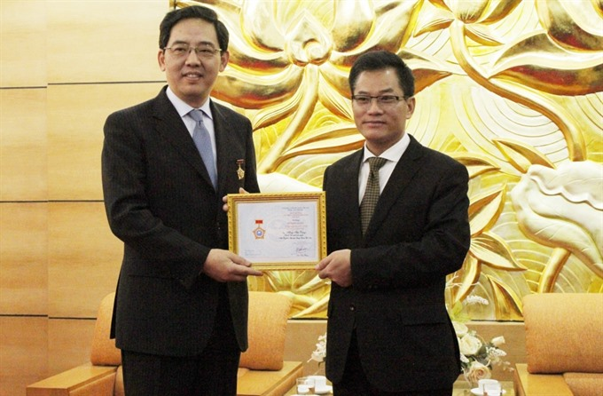 Friendship insignia granted to Chinese Ambassador to Việt Nam