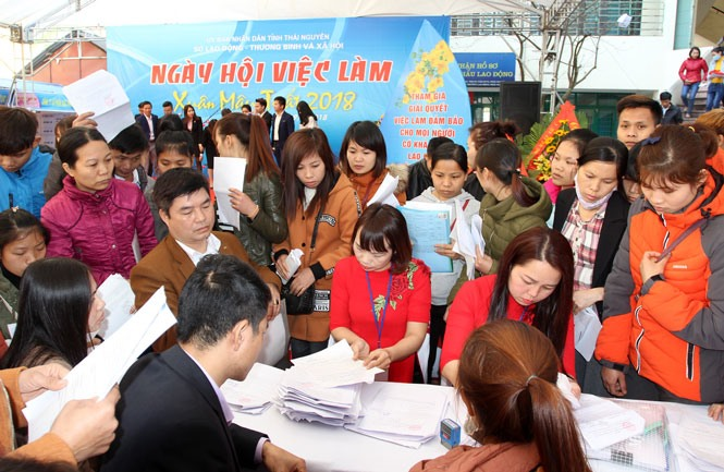 Thousands find jobs at Thái Nguyên fair