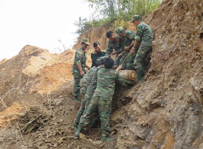 Old bomb safely deactivated in Điện Biên