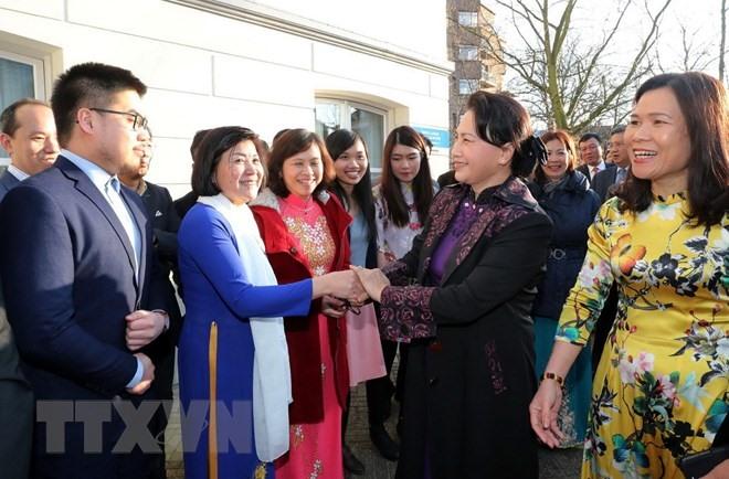 Top legislator meets Vietnamese community in the Netherlands