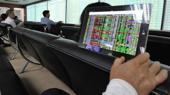 VN stocks fall on investor caution