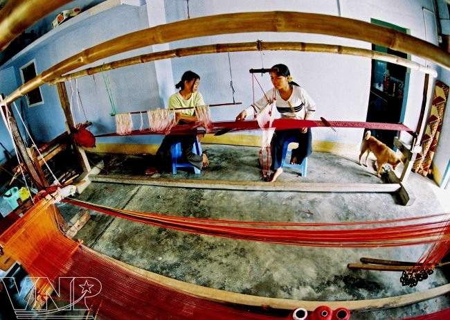 A visit to the oldest brocade weaving village in central province