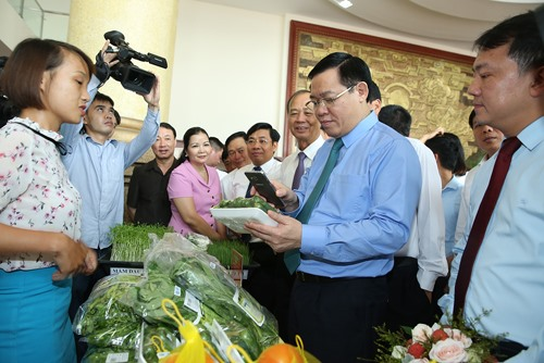 Deputy PM urges Bắc Giang to focus on lychee demands