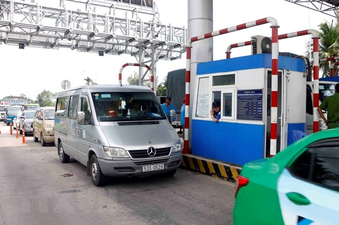 Drivers win fee reduction at controversial toll booth