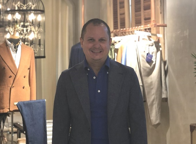 US luxury designer sees bright future for VN fashion