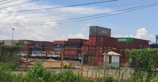 Seaports told to remove scrap containers