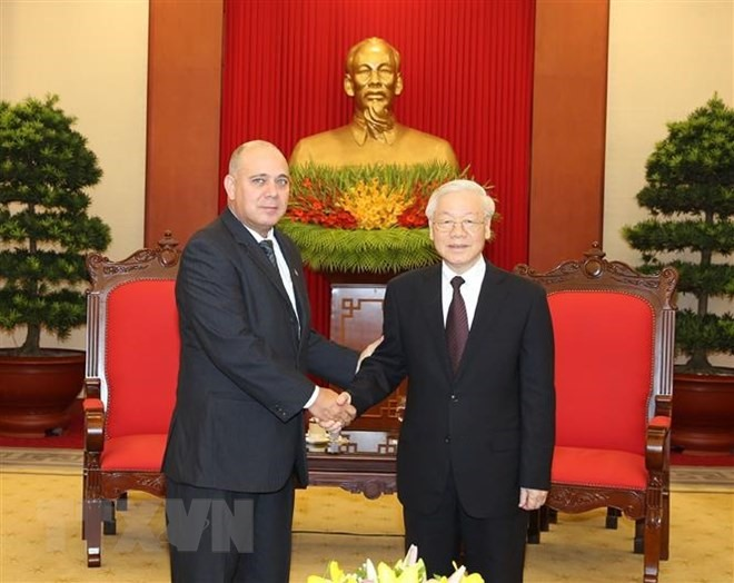 Party chief receives Cuban Chinese delegations