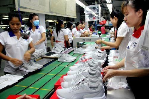 Việt Nam likely to return to trade deficit