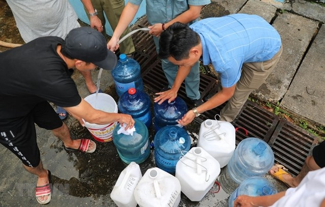 Clean water back in parts of Hà Nội amid ongoing crisis