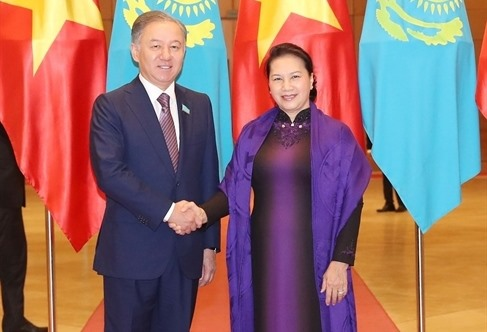 Vietnamese Kazakhstani top legislators hold talks