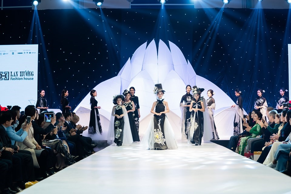 Việt Nam International Fashion Exhibition 2019 opens