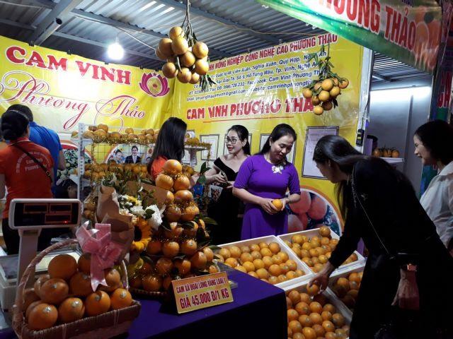 Orange lovers indulge in Nghệ An Orange and Specialties Week