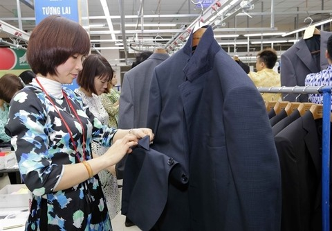 Việt Nam targets300 billion export value for 2020 after four-year trade surplus record