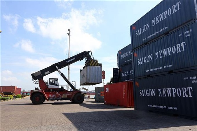 Việt Nam faces threat of trade deficit in 2019