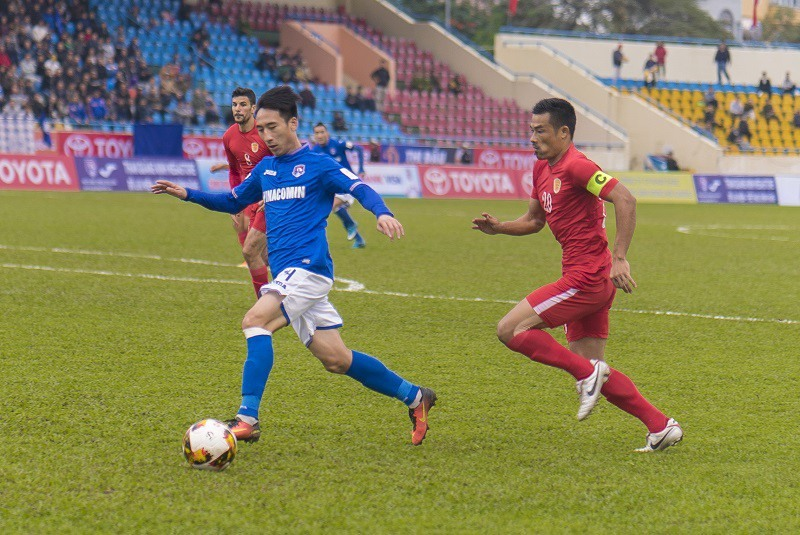 HCM City beat Quảng Ninh to stay top of V.League