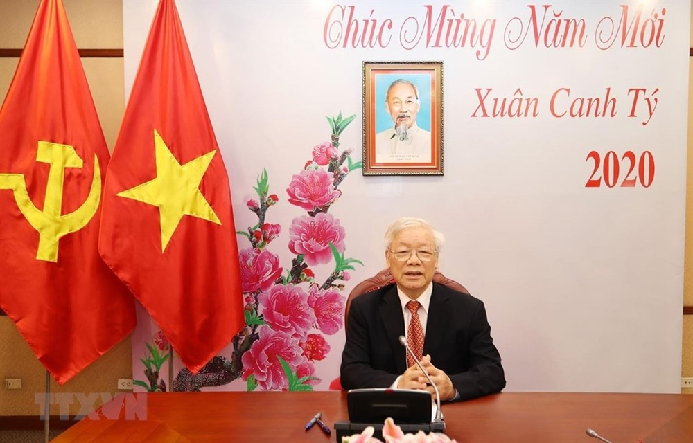 Vietnamese Chinese top leaders hold phone talks