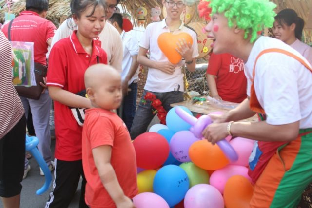 Hospitals create a joyous Tết for patients