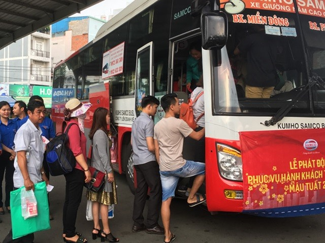 Bus ticket prices skyrocket after Tết